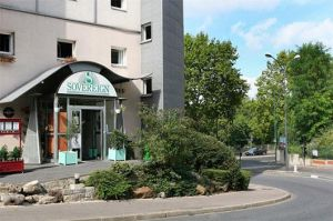 Parking Hotel: Hotel Sovereign Bord de Seine in Parijs